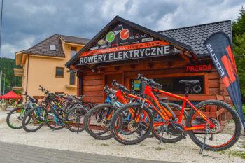 Siedziba Sudety Sport wraz z różnymi modelami rowerów elektrycznych