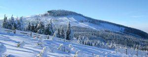 Czarna góra zimową porą